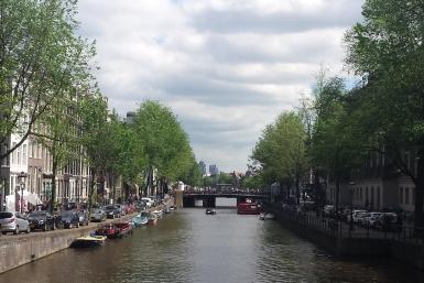 Zichtlijn vanaf de Prinsengracht-Leidsegracht naar de Rembrandttoren